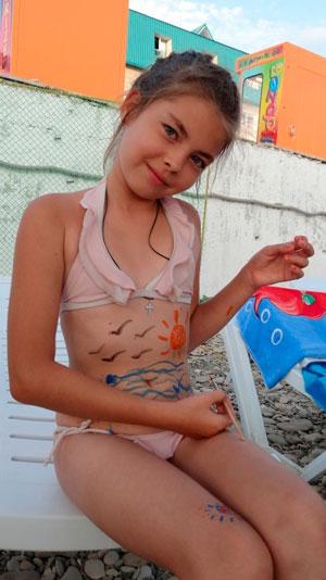 Отдых с детьми на Черном море: боди-арт на пляже, аквапарк и дельфинарий