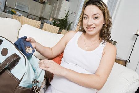 Сумка в роддом: какое белье понадобится после родов