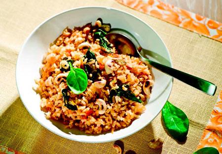 Рис с помидорами и шпинатом по-индийски