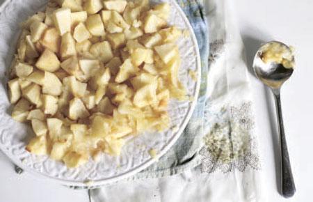 Что испечь к 1 сентября? Шарлотка с яблоками: рецепт от Чадейки
