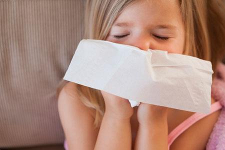 Простуда у ребенка: лечить или нет