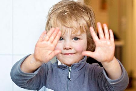 Как научить ребенка правильно мыть руки?