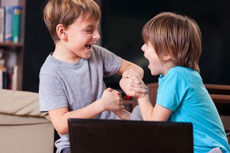 Мальчик обнимая имеют девочку онлайн скандальный секс