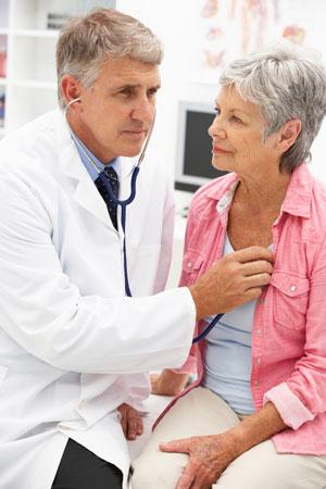 Признаки инсульта и инфаркта: когда вызывать ''скорую'' и чем помочь больному
