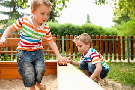 Игры детей с предметами