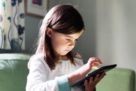 Дети и гаджеты: бумажный журнал – это неработающий iPad