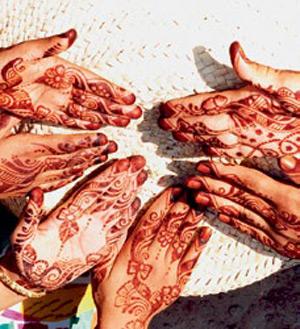 Традиционный рисунок хной можно сделать в нескольких музеях и центрах развлечений