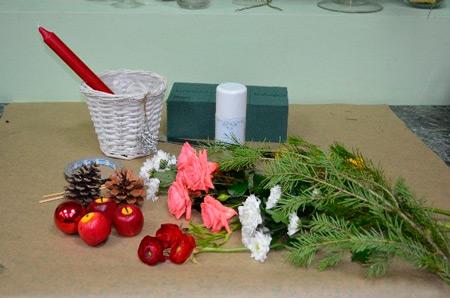 Цветы на Новый год: как сделать композицию со свечой