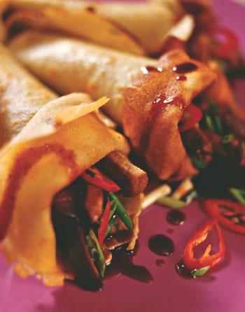 Рисовые блинчики с уткой в азиатском стиле