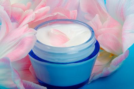 Подарок женщине: корейская косметика или подсолнечное масло?