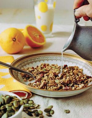 Полезный завтрак: 2 рецепта из овсяных хлопьев