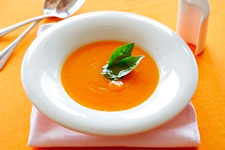 Суп-пюре из тыквы с песто из эстрагона