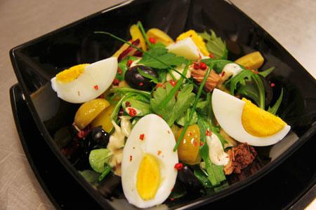 Рецепты к праздничному столу: салат с тунцом и семга в духовке