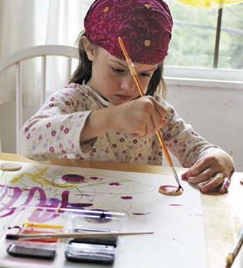 Детские поделки – к Пасхе: магниты и разноцветное печенье