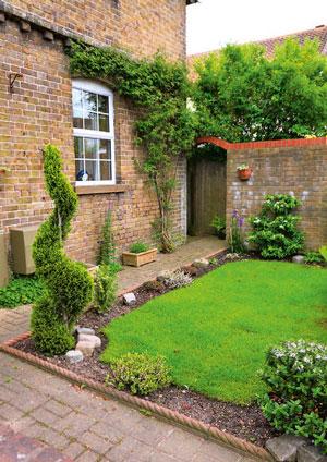 Ландшафтный дизайн перед входом в дом