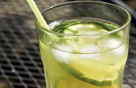 Лимонад из тархуна с лимоном