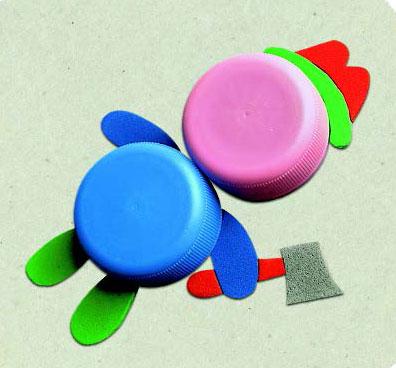 Крышки от пластиковых бутылок – в дело: игрушки своими руками
