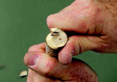 как безопасно резать дерево
