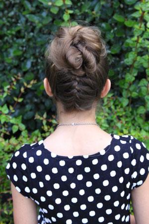 Прическа для девочки - французские косы и высокий пучок