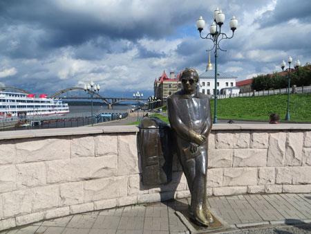 Памятник Льву Ошанину в Рыбинске