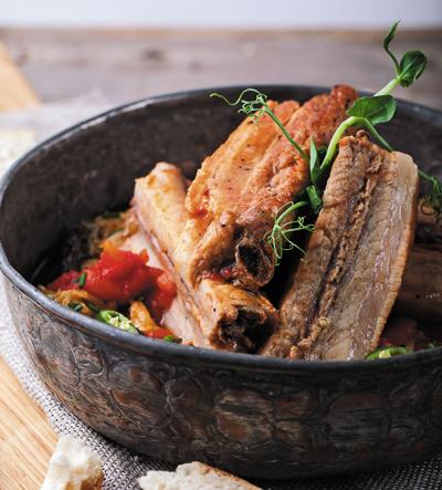 Свиные ребрышки с томатным соусом, рецепт