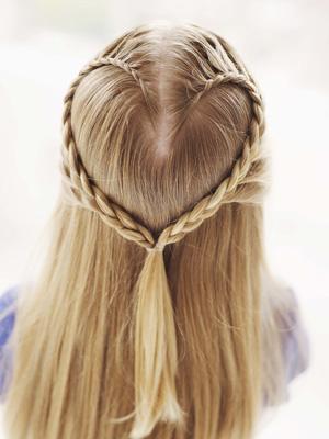 20 идей причесок сердечек из волос 24