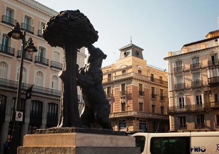Символ города на площади Солнца