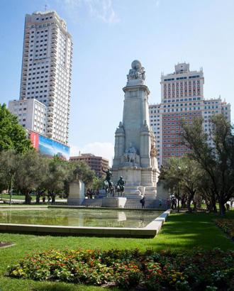 Памятник Сервантесу и его героям