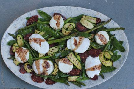 Теплый салат с яйцом пашот - как приготовить