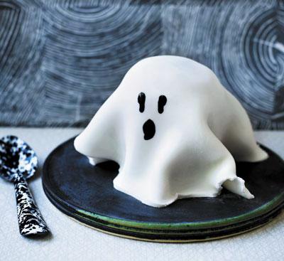 Кекс в микроволновке - привидение на Хэллоуин