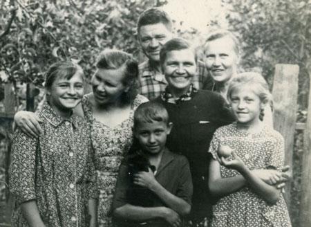 В.Н.Богачев с семьей