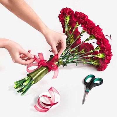 Как оформить цветы своими руками