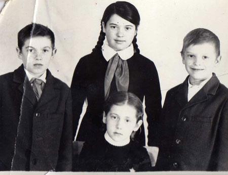 Мама - школьница (вверху)