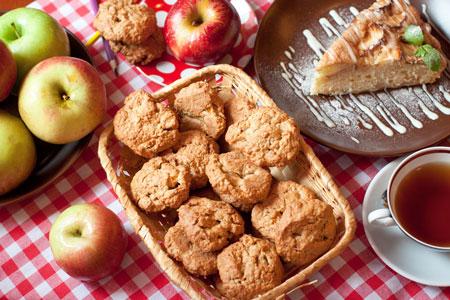 Домашнее печенье из овсяных хлопьев с яблоками и грецкими орехами