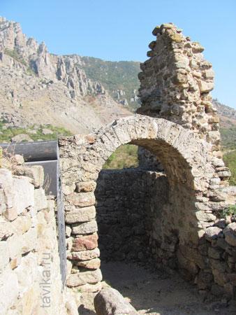 Ворота в крепость Фуну