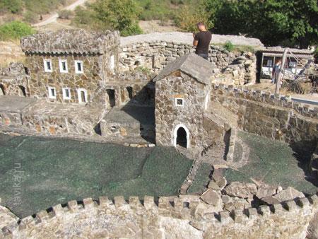 Костюмы и вооружение защитников крепости
