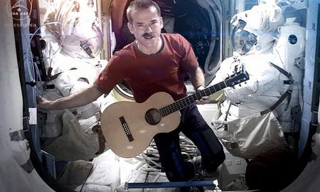 Кристофер Хэдфилд на орбите
