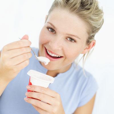 У женщин, регулярно употребляющих йогурт, меньше распространена избыточная масса тела