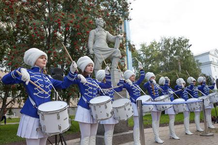 Открытие памятника стротелям Севера 1 сент 2014