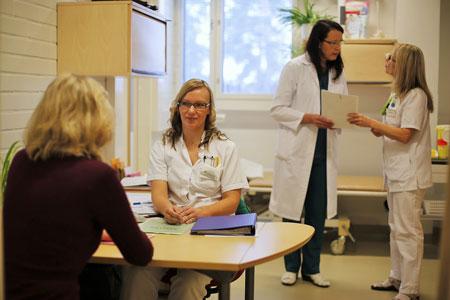 Прием в клинике Helena. Вторая справа — доктор Хелена Пуонти