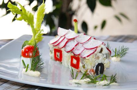 Домик из салата - рецепты для детей