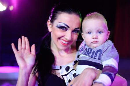 Дрессировщица гепардов Дарья Костюк с сыном