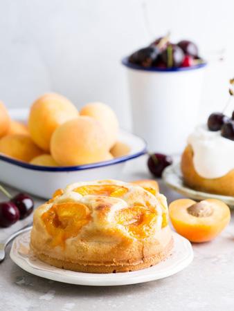 Простой пирог с абрикосами, рецепт