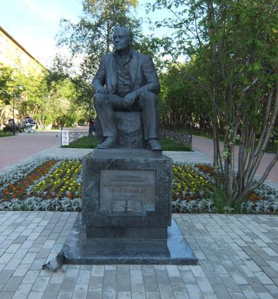 Памятник В.С. Пикулю в Мурманске