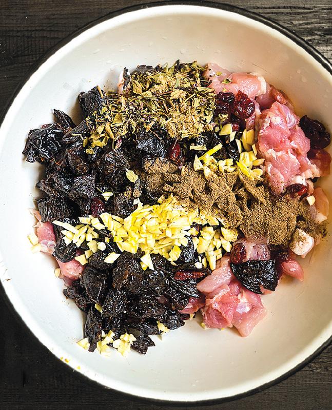 Домашняя колбаса с черносливом