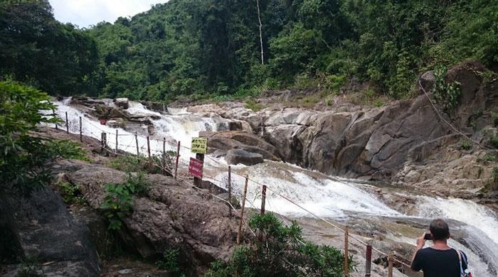 Водопады Янг Бей: фиш пилинг и минеральные ванны