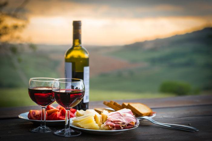 Как открывать бутылку вина и шампанского