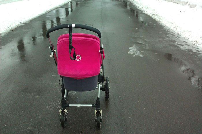 Мама с коляской в Москве