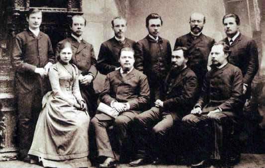 Илья Мечников (в нижнем ряду, второй справа) с русскими сотрудниками Института