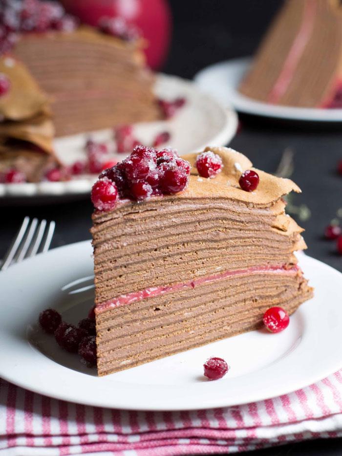 Блинный торт: 2 рецепта с шоколадом и ягодами